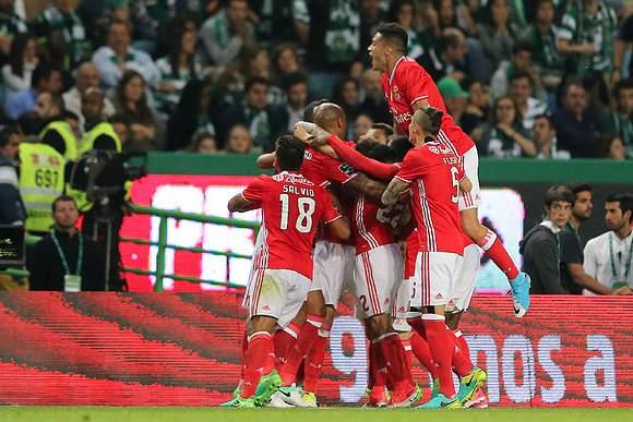 Benfica festeja empate em Alvalade