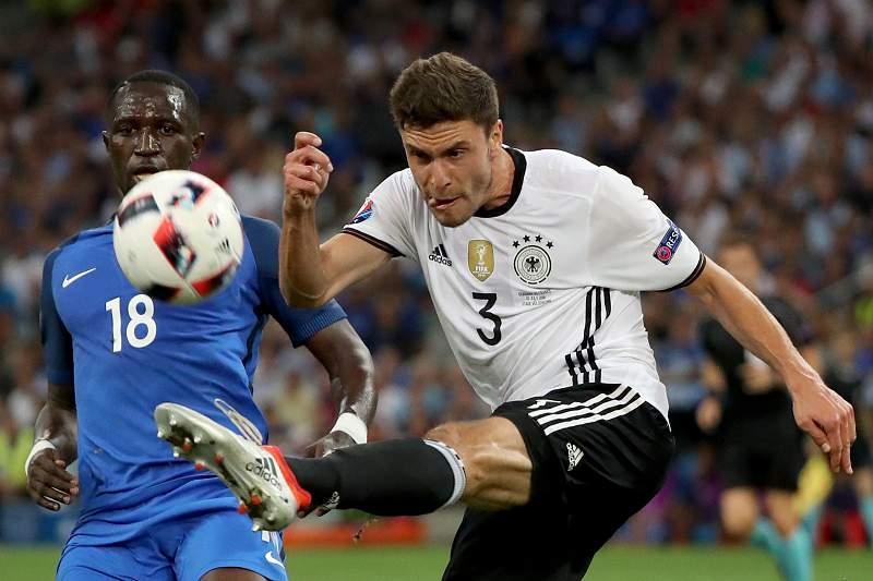 Hector corta a bola