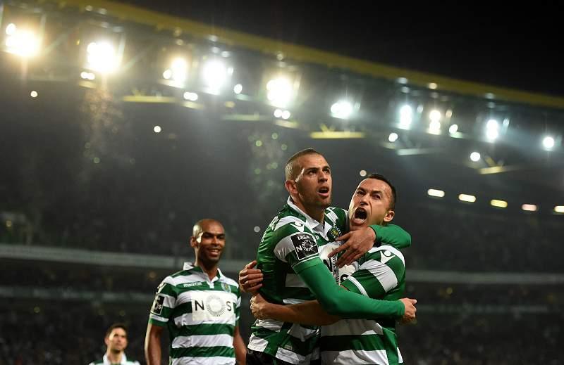 Islam Slimani celebra um golo contra o FC Porto