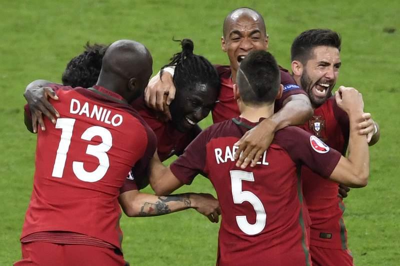 Éder festeja o golo frente à França