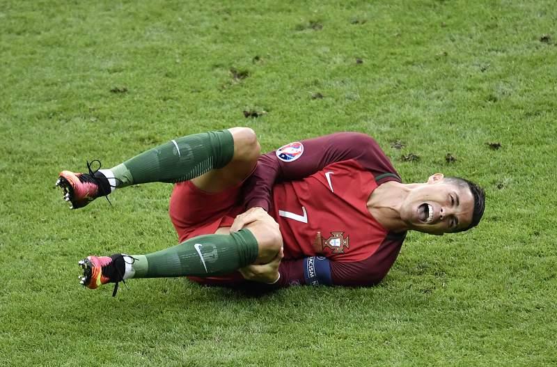 Ronaldo sai em lágrimas