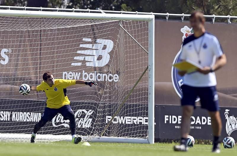 Primeiro treino de Casillas no Olival