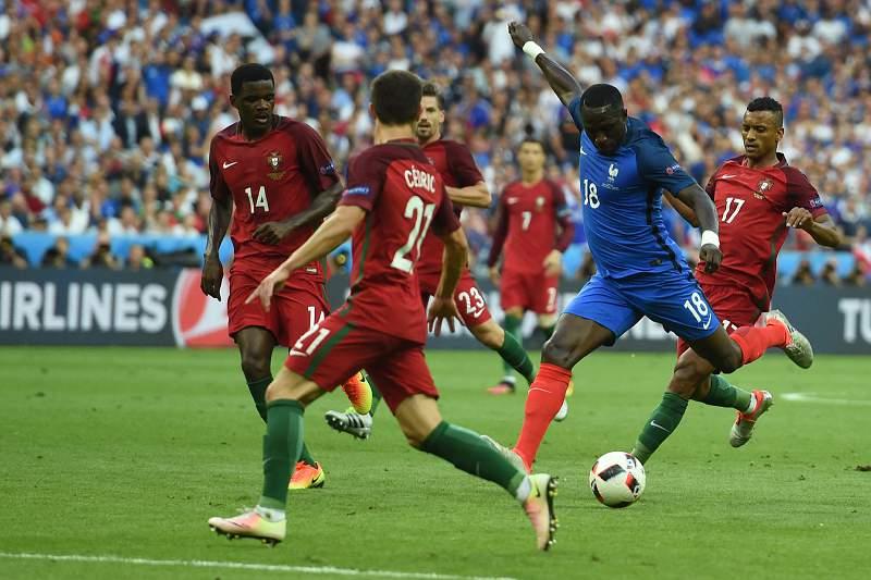 Jogadores portugueses atentos à França
