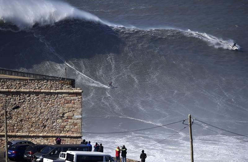 Fev 2016: As ondas gigantes regressaram à Nazare