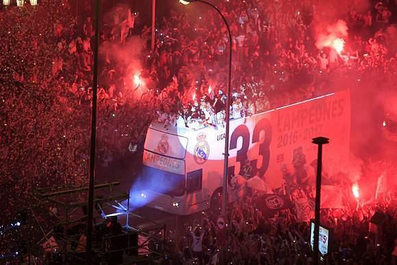 Euforia na chegada do autocarro do Real Madrid