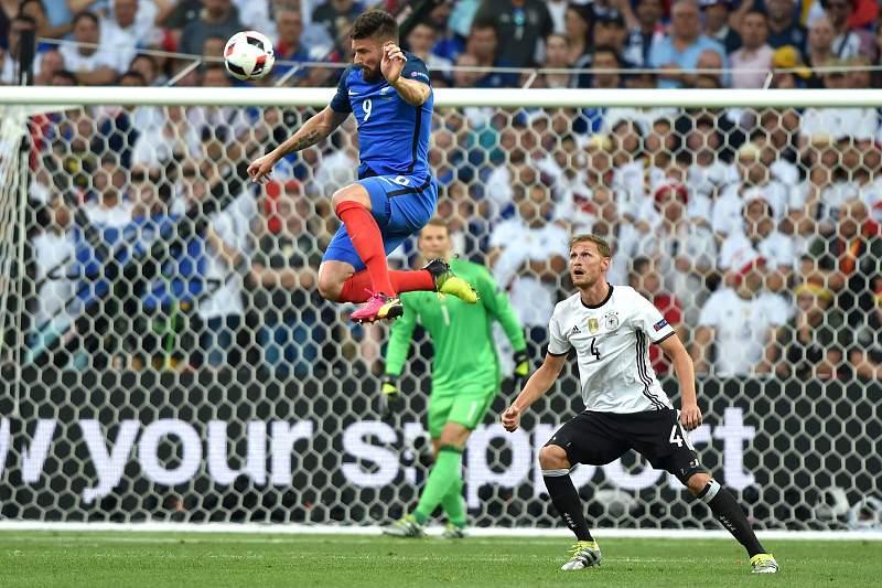 Giroud nas alturas