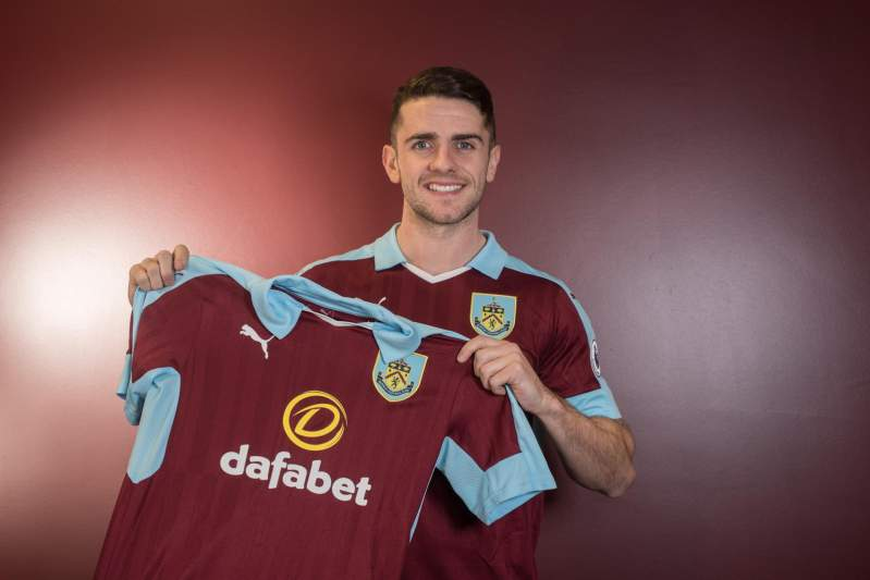 12: Robbie Brady, Burnley- 164 mil euros/mês