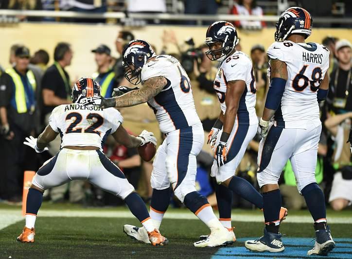 8 Fev: Denver Broncos vencem Super Bowl