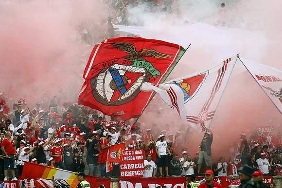 Adeptos do Benfica no Jamor