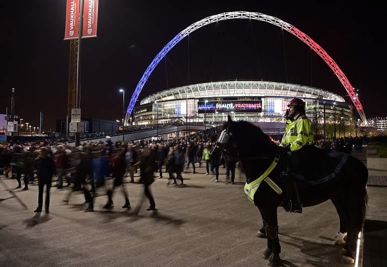 Wembley pintado com as cores francesas