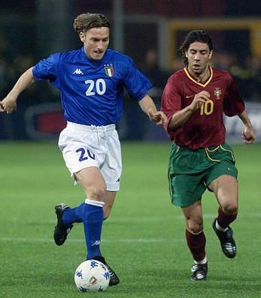 Totti e Rui Costa, durante um Portugal-Itália