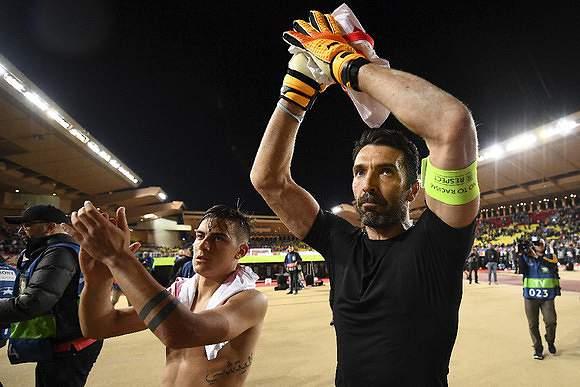 Buffon, centenário também na Champions