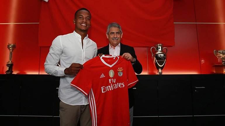 2 Fev: Benfica oficializa contratação de Carrill