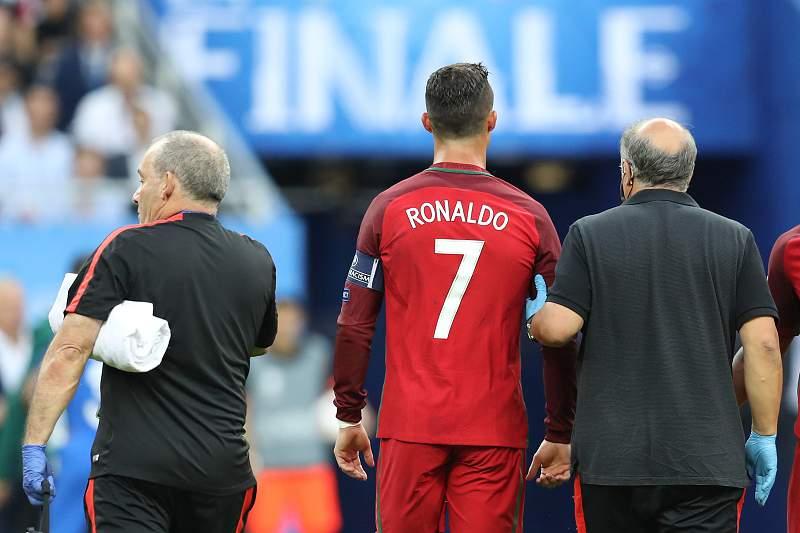 Cristiano Ronaldo saiu lesionado