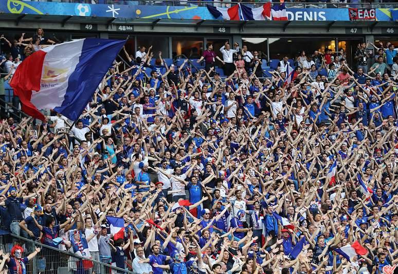 Adeptos franceses em festa antes do jogo