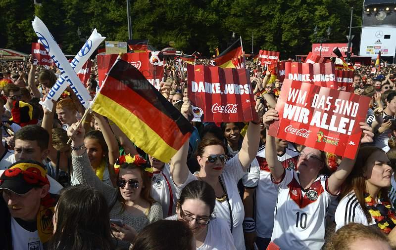 Grandes multidões receberam os heróis do Mundial