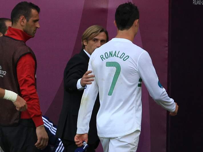 João tenta acalmar Ronaldo