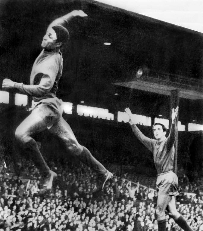 Eusébio festeja (1966)