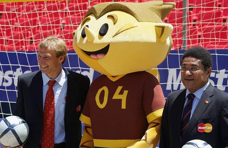 Eusébio e Klinsmann (2004)