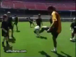 Ceballos, reforço do Arouca, impressionou Ronaldinho