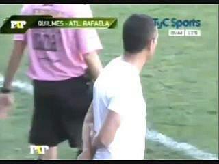 Treinador do Quilmes pede demissão depois de agredir adepto