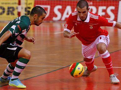 Benfica favorito contra o campeão Sporting