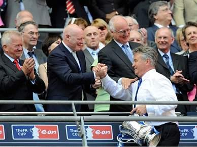 Guus Hiddink abandona selecção russa em Junho