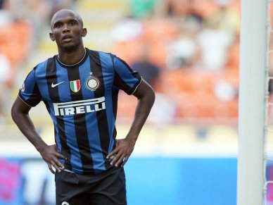 Cagliari-Inter suspenso três minutos devido a insultos racistas contra Eto'o
