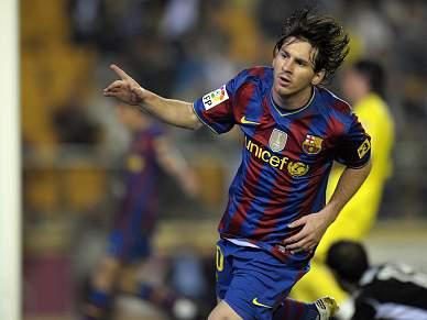 Messi acaba polémica com dois golos