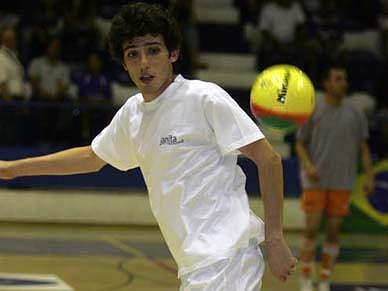 Miguel Almeida defende-se de acusações