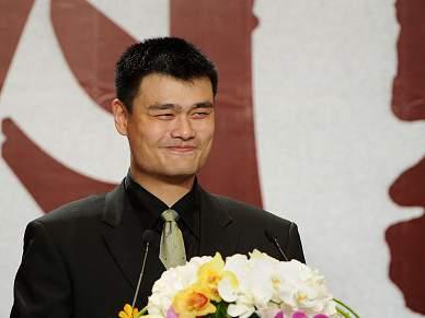Yao Ming diz adeus ao basquetebol