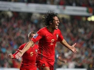 Bruno Alves coloca Portugal em vantagem