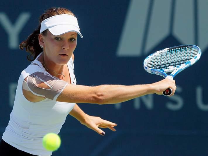 Radwanska abandona por lesão