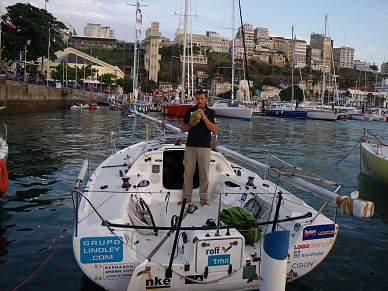 Chuva diluviana e champanhe na bênção do novo barco de Francisco Lobato