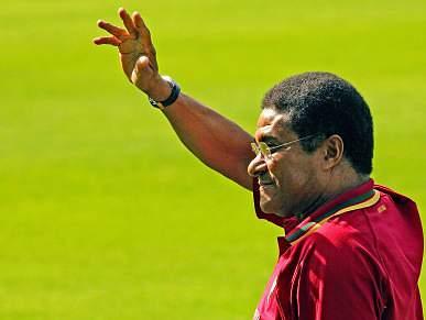 Eusébio triste por exclusão do apoio ao futebol moçambicano