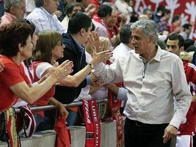 Benfica e Cáceres na final do Torneio Internacional