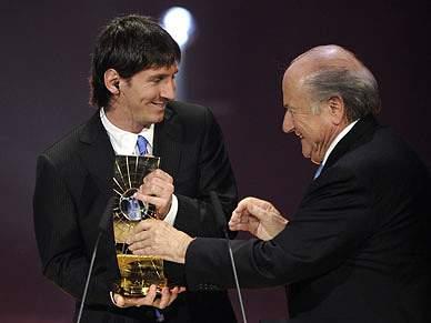 Messi vence o troféu