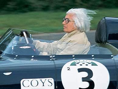 Primeira mulher a pilotar um Formula 1 é
