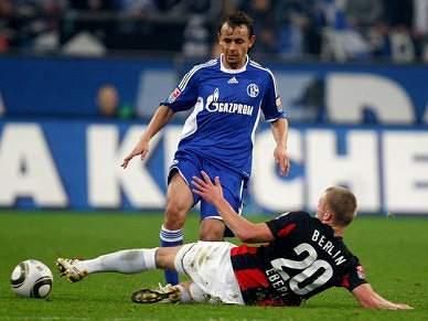 Kuranyi e Rafinha dão vitória ao Schalke 04 sobre o Hertha de Berlim