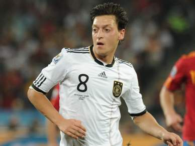Özil defende