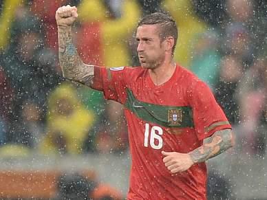 Meireles dá vantagem a Portugal
