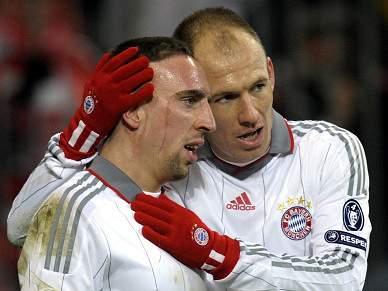 Robben quer um Ribéry concentrado