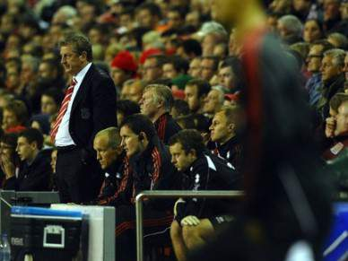 Liverpool despede treinador