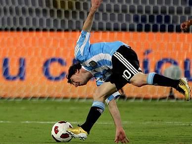 Messi resolve frente ao Brasil