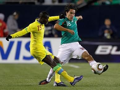 México vence Senegal em jogo particular