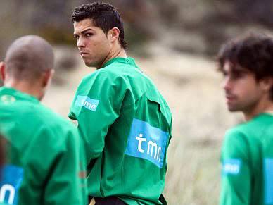 Ronaldo de fora em dia de regressos