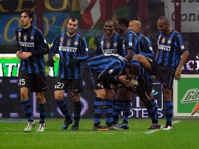 Inter bate Cesena e aproxima-se da frente
