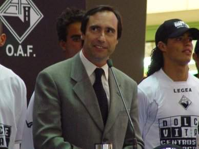 José Eduardo Simões isentou construtor de taxas