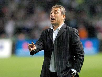 Stoichkov elogia Mourinho e pergunta quantos há como o português
