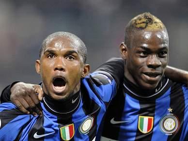Balotelli multado por fazer troça de adeptos do Chievo